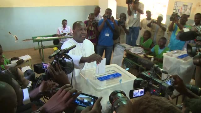 stockvideo's en b-roll-footage met burkina faso presidential candidate zephirin diabre casts his vote after a year of turmoil during which the west african nations people ousted a... - staatsgreep