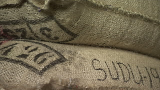 burlap sacks filled with coffee beans. - 麻袋点の映像素材/bロール