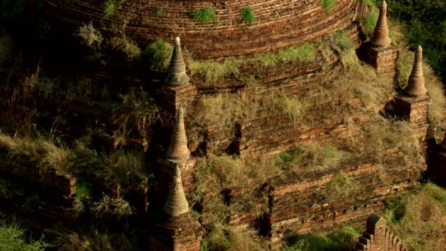 stockvideo's en b-roll-footage met burma-myanmar : brown and grassy temple - myanmar