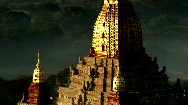 Burma-Myanmar : Golden temple