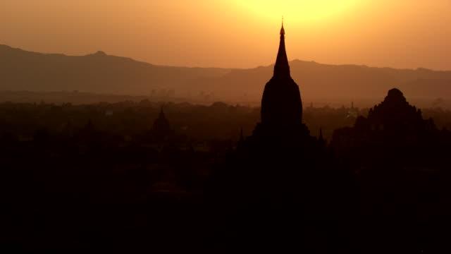 burma-myanmar : temple in sunset - myanmar video stock e b–roll