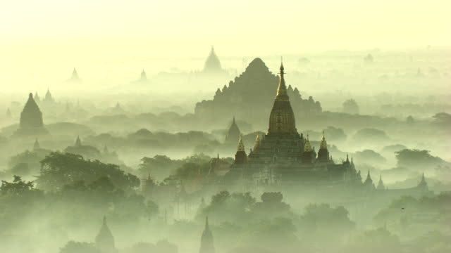 burma-myanmar : temple in the mist - pagan stock-videos und b-roll-filmmaterial