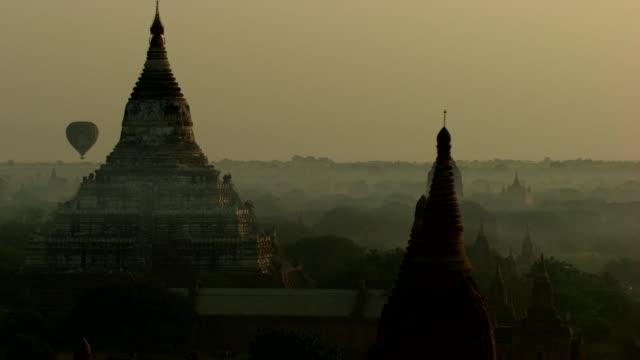 Burma-Myanmar : Temple in the mist