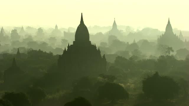 Burma-Myanmar : Temple in white haze