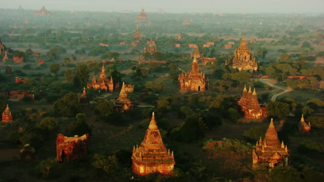 burma-myanmar : temple in white mist in the forest - pagode stock videos & royalty-free footage