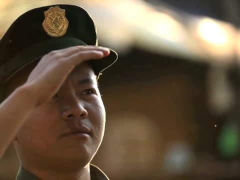 vídeos de stock e filmes b-roll de burmese army on patrol february 2010 - 2010