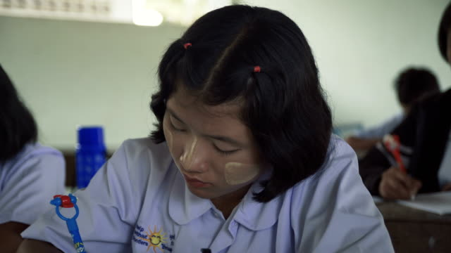m/s-c/u burmese teenage girls in class - myanmar stock-videos und b-roll-filmmaterial