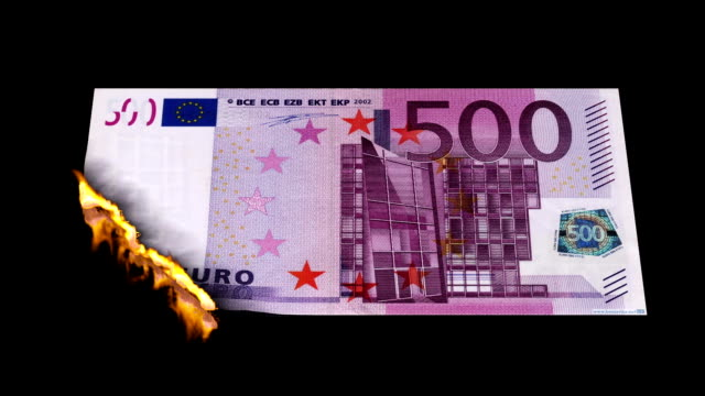 stockvideo's en b-roll-footage met burn euro bill - europese unie