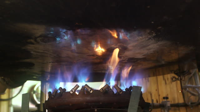 MS Burners under vat of beer / Virginia, United States