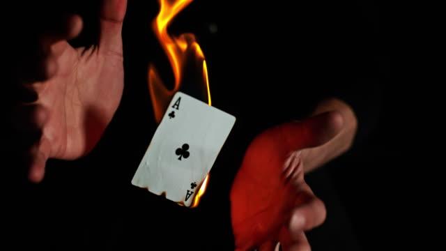 vídeos de stock e filmes b-roll de slo mo burning aces - póquer