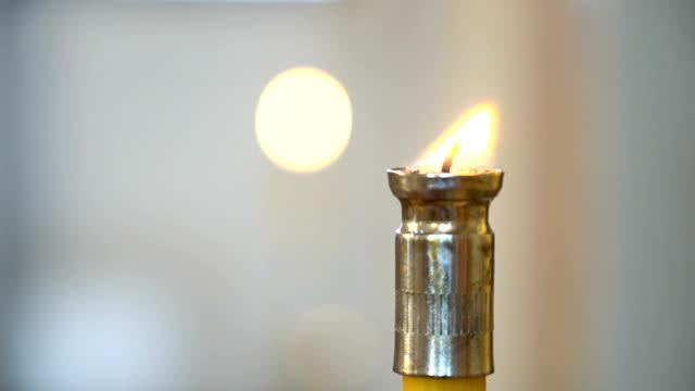 正教会でキャンドルを燃やす - 女子修道院点の映像素材/bロール
