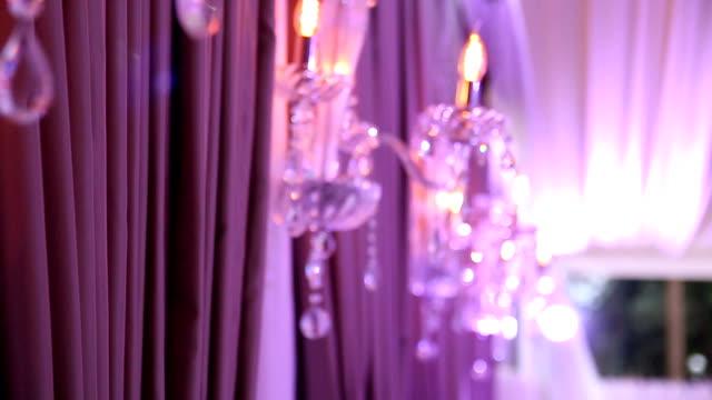 非常に熱い蝋燭の燭台の壁に - イブニングドレス点の映像素材/bロール