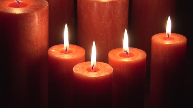 vidéos et rushes de cu, tu, burning candles - groupe moyen d'objets