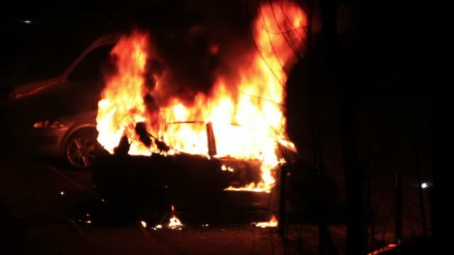 burning お車でのご宿泊 - fire natural phenomenon点の映像素材/bロール