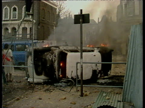 vídeos de stock e filmes b-roll de burning cars petrol bombs flames and smoke brixton riots; apr 81 - 1981