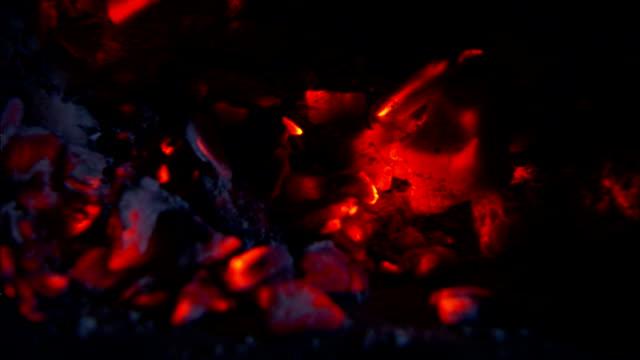 stockvideo's en b-roll-footage met burning embers glow in a fireplace. - vonken