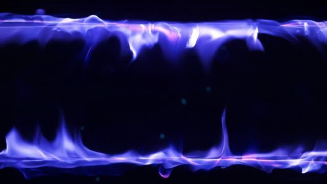 vidéos et rushes de flamme brûlante de feu au ralenti - touche de couleur