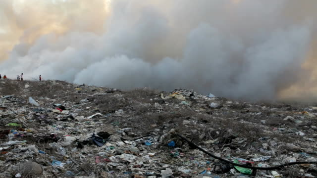 burning garbage heap of smoke - burnt stock videos & royalty-free footage
