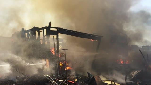 burning house - incendio video stock e b–roll