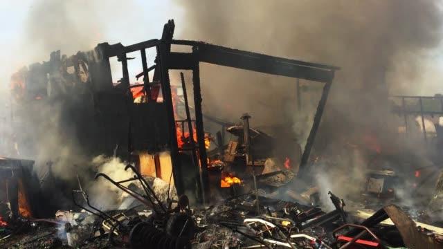 vidéos et rushes de brûler house - brasier