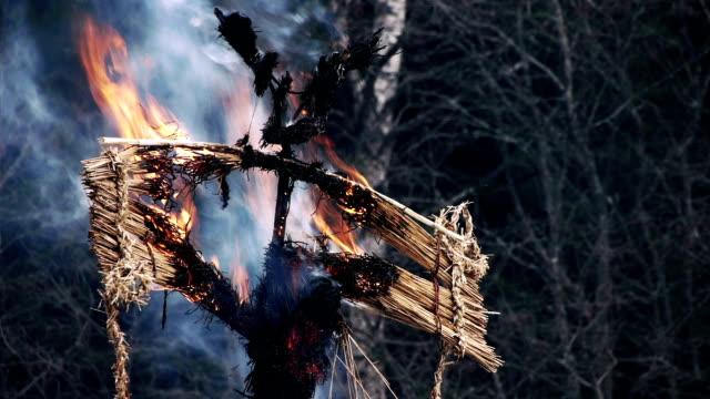 burning of maslenitsa scarecrow - effigy stock videos & royalty-free footage