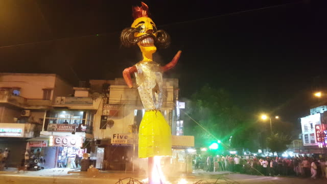 burning of the demon, dussehra festival - dashahara stock-videos und b-roll-filmmaterial