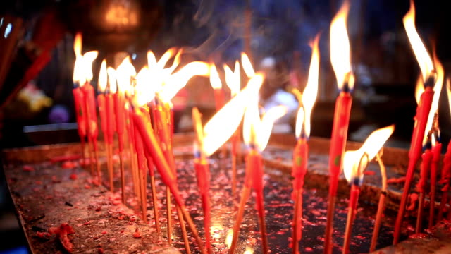HD Burning red candles