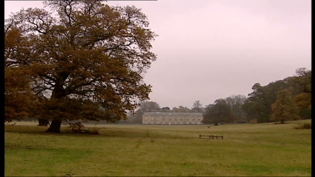burrell trial collapse: implications; northamptonshire: althorp: ext gvs althorp house, home of the spencer family entrance to althorp - northamptonshire stock-videos und b-roll-filmmaterial