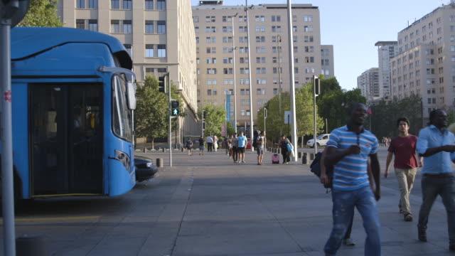 vídeos y material grabado en eventos de stock de bus and pedestrians cross busy street in santiago, wide shot - camino santiago