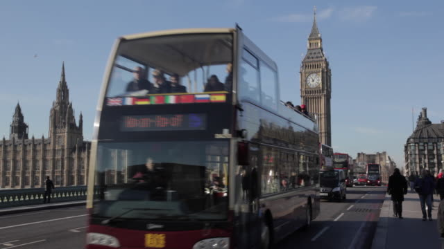 Bus and Traffic on Westminster Bridge, Parliament and Big Ben, City of Westminster, England, UK