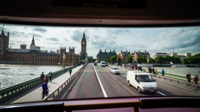 pov: busfahrt durch london - westminster bridge - doppeldeckerbus stock-videos und b-roll-filmmaterial