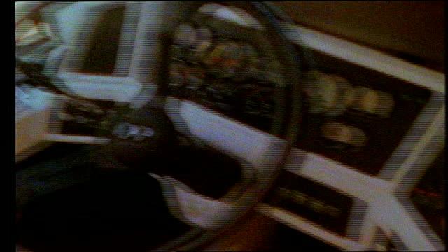 vídeos y material grabado en eventos de stock de bus steering wheel and dashboard in miami, florida - cámara movida