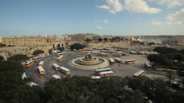 stockvideo's en b-roll-footage met t/l ws ha bus terminal at triton fountain / valletta, malta - valletta