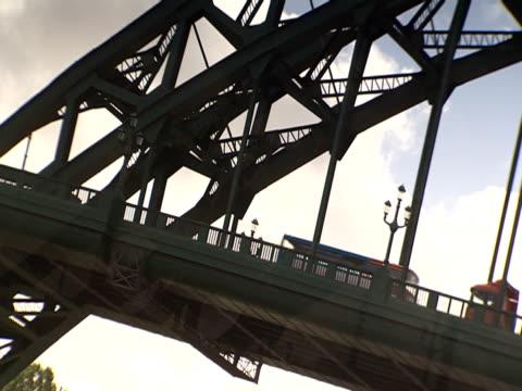 stockvideo's en b-roll-footage met a bus travels over the tyne bridge. - tyne bridge