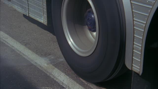 cu tu td bus wheel spinning and smoking - vehicle breakdown stock videos & royalty-free footage
