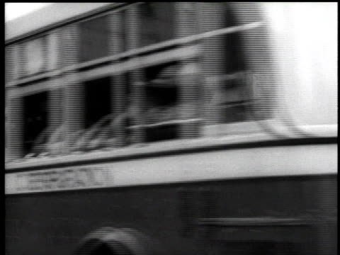 vidéos et rushes de 1939 ws buses driving by store fronts on w. 130th with pedestrians / new york city, usa - 1930