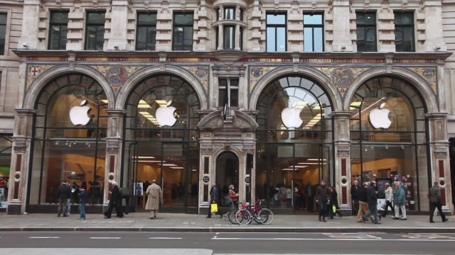 ws buses moving and people waking with apple flag  waving in breeze,  apple store, regents street / london, greater london, uk   - apple store stock videos & royalty-free footage