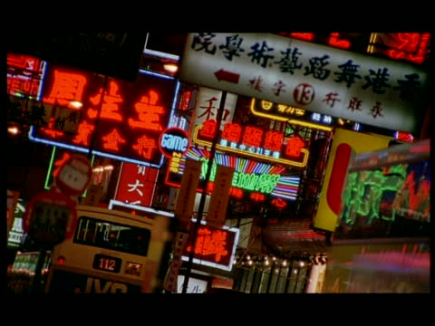 stockvideo's en b-roll-footage met mcu buses moving in front of neon signs, hong kong, angled - 2005