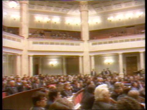 vídeos de stock e filmes b-roll de bush arrives for 'start 2'; ukraine kiev gv parliament in session l-r - ucrânia