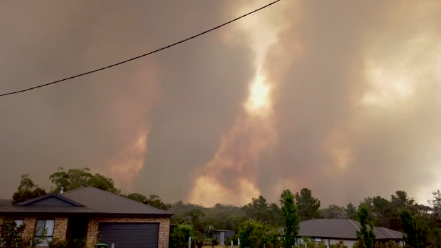 stockvideo's en b-roll-footage met bushfires can been seen in the distance on the outskirts of the town of bargo on december 21, 2019 in sydney, australia. a catastrophic fire danger... - sydney australië