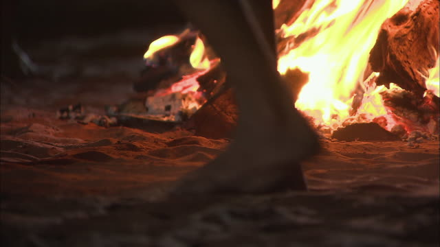 cu bushmen dancing around blazing bonfire / kalahari desert, north west, south africa - stamm stock-videos und b-roll-filmmaterial