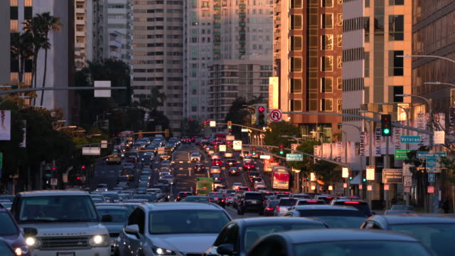 vídeos de stock e filmes b-roll de busiest intersection - traffic jam
