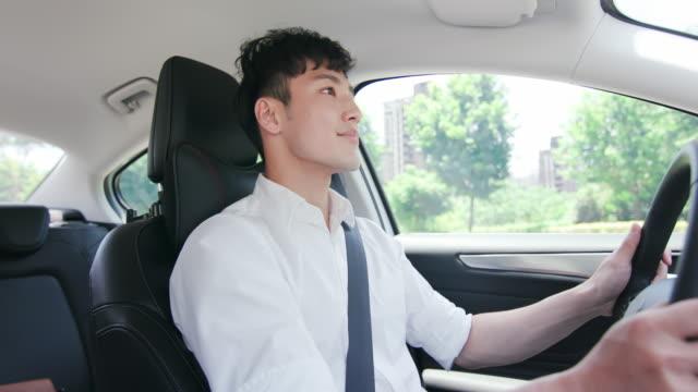 ビジネスアジアの男運転車 - 職業 運転手点の映像素材/bロール