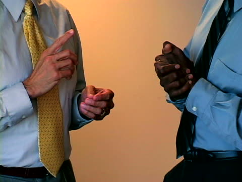 vídeos de stock e filmes b-roll de business body language - camisa e gravata