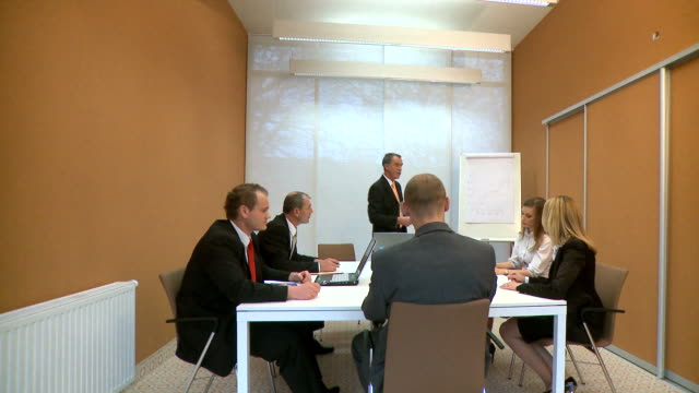 DOLLY HD: Business-Konferenz rufen Sie uns an