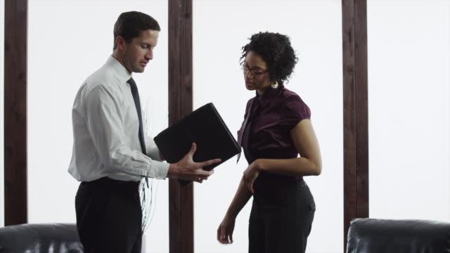 stockvideo's en b-roll-footage met ms business couple meeting in lobby, looking at portfolio / orem, utah, usa - orem utah