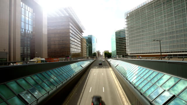business district in brussels, time lapse - palazzo del parlamento video stock e b–roll