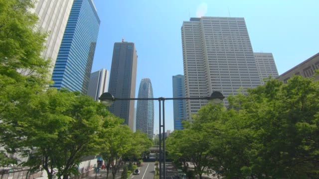 business district shinjuku skyscrapers - edificio adibito a uffici video stock e b–roll