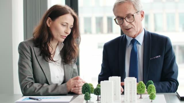 vídeos de stock, filmes e b-roll de business eco footage - architectural model