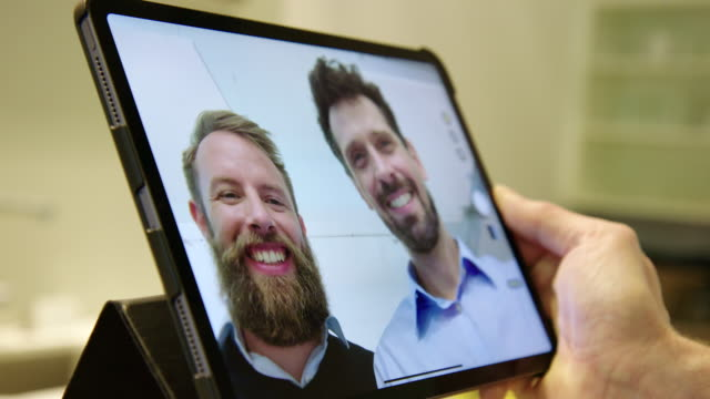 stockvideo's en b-roll-footage met bedrijfs executives een video maken op een digitale tablet - twee personen